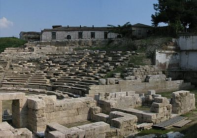 By stg_gr1 from Abelonas, Greece - Ancient Theatre Larissa, CC BY 2.0, https://commons.wikimedia.org
