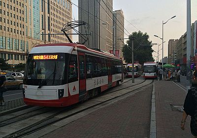 https://zh.wikipedia.org/wiki/File:Trams_in_Changchun_900_series_(5).JPG